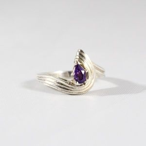Jewelry - Sterling Silver Twisted Amethyst Ring 6.25
